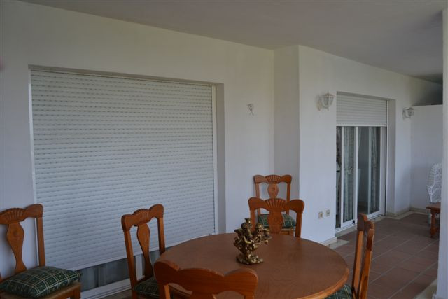Appartement Mi-étage  en location à  Puerto Banús, Costa del Sol