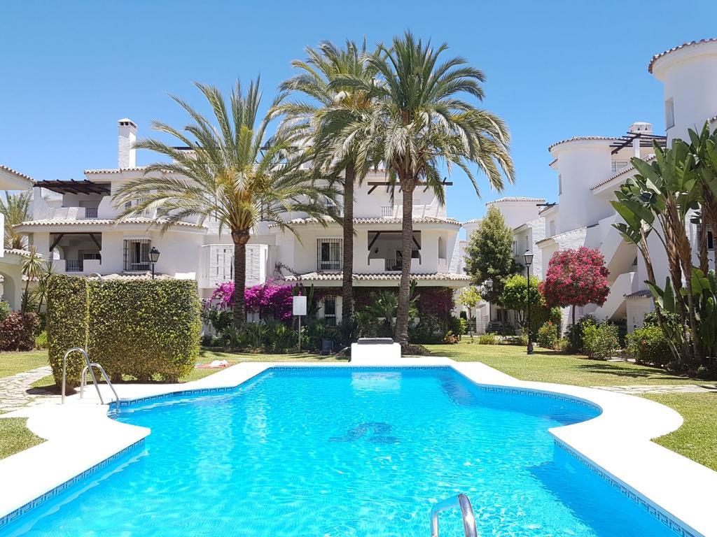 Marbella Banus Adosado en Venta en Nueva Andalucía – R3110977