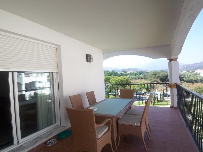 Middle Floor Apartment  for rent in  Nueva Andalucía, Costa del Sol