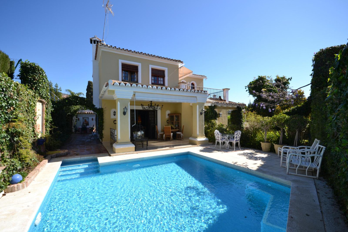 Fantastic opportunity, Private villa located close to the city centre of Marbella, schools, sport ce, Spain
