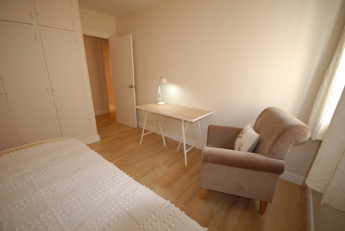 Middle Floor Apartment  for sale in  San Pedro de Alcántara, Costa del Sol