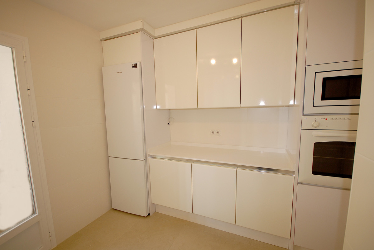 Apartamento Planta Media  en venta en  San Pedro de Alcántara, Costa del Sol – R3413845