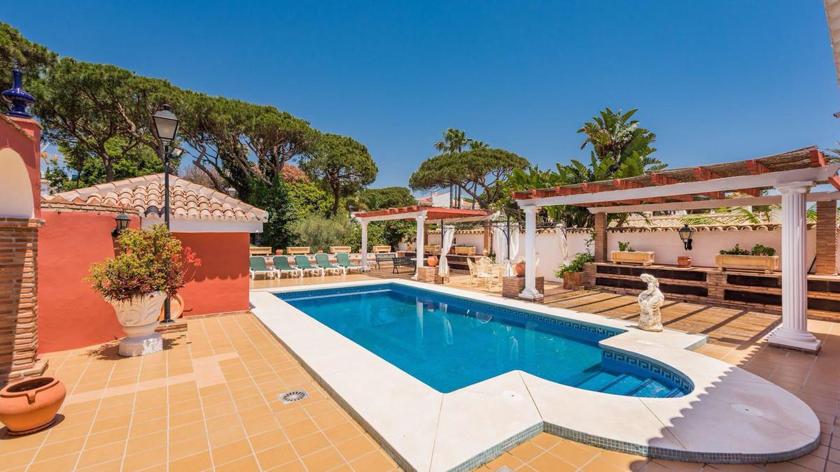 Villa zum Verkauf in Cabopino – R3321061