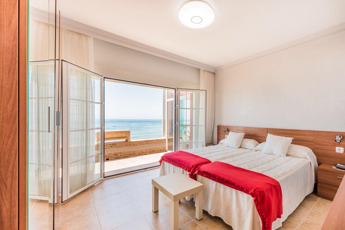 Villa - Chalet  en venta en  Cabopino, Costa del Sol – R3321061