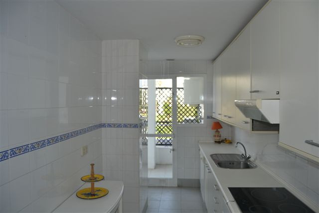 Апартамент средний этаж  в аренду в  Puerto Banús, Costa del Sol