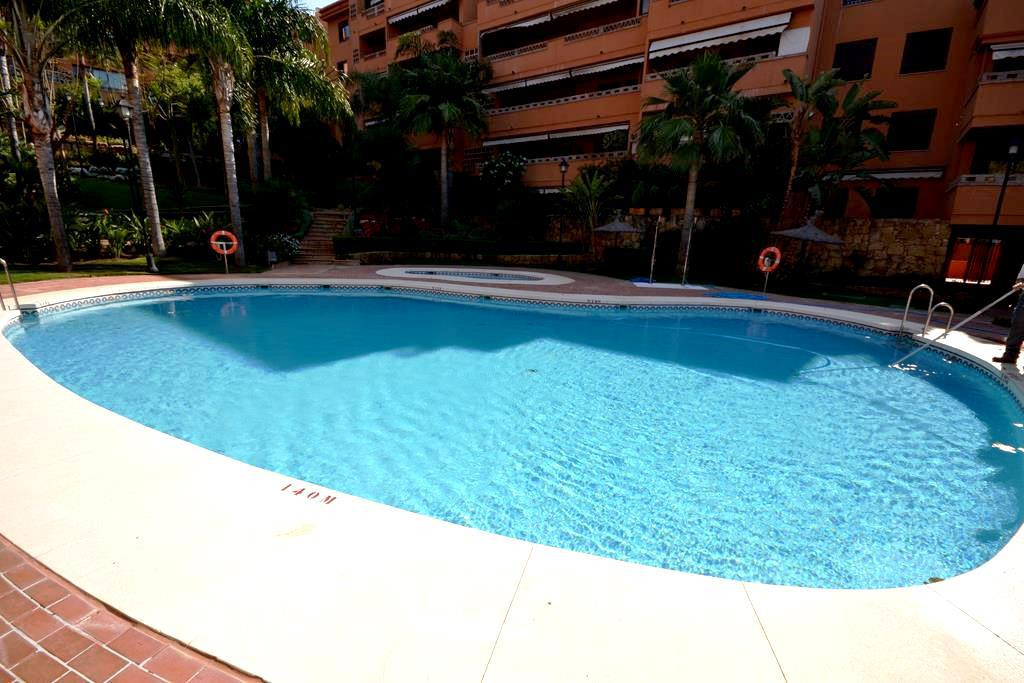 Apartment for Vacation Rental in The Golden Mile – R2270777
