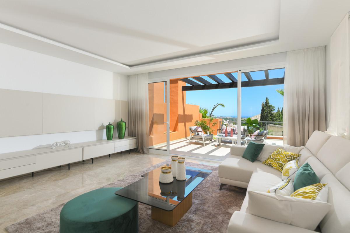 Middle Floor Apartment  for sale in  Nueva Andalucía, Costa del Sol