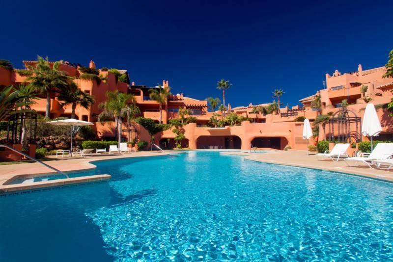 Apartamento Planta Media  en venta en  Los Monteros, Costa del Sol – R2683241