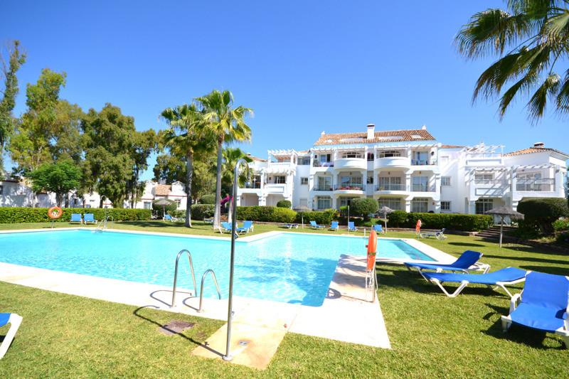 Marbella Banus Adosado en Venta en Guadalmina Alta – R2441699