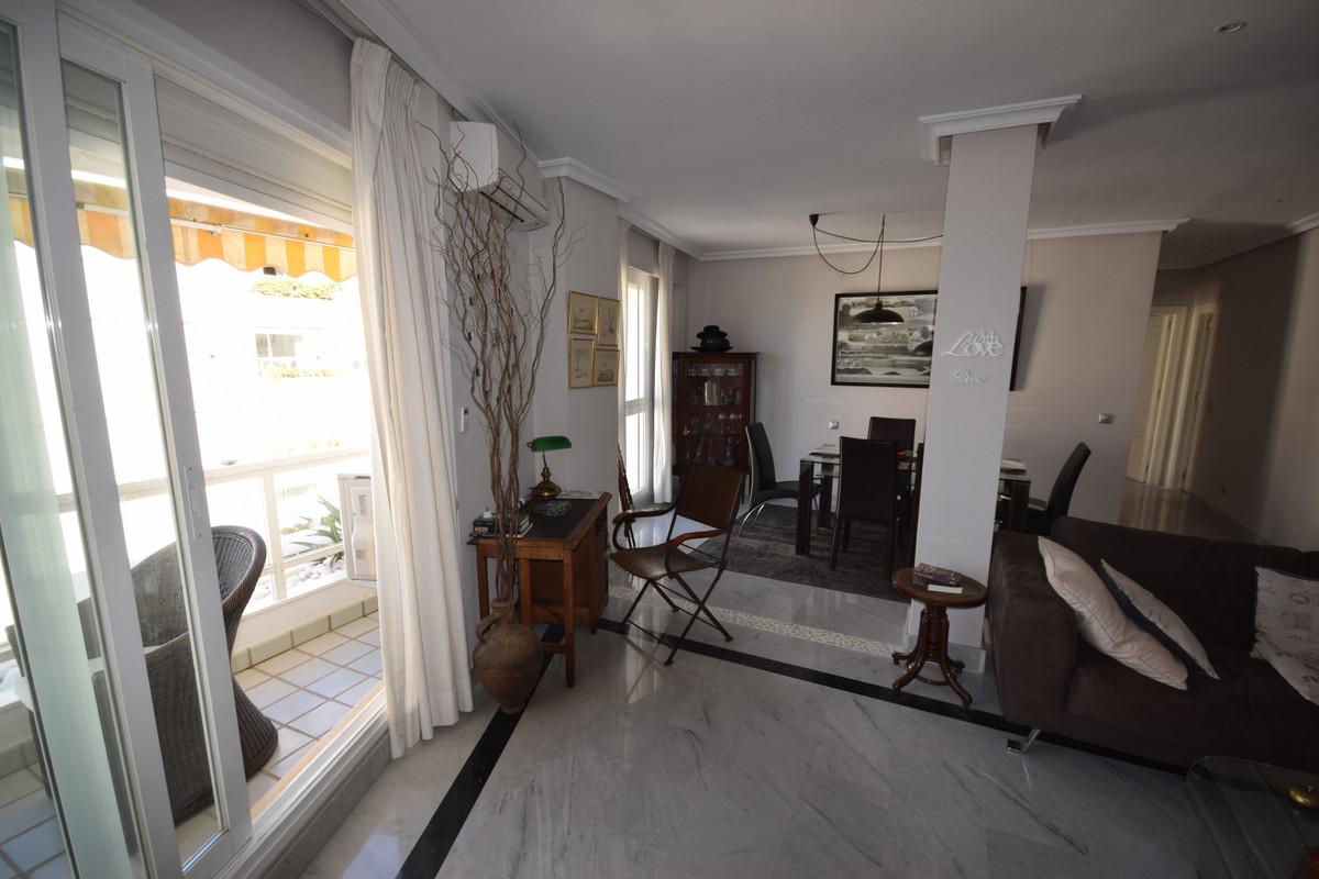 Apartamento Planta Media  en alquiler en  Marbella, Costa del Sol – R3398326