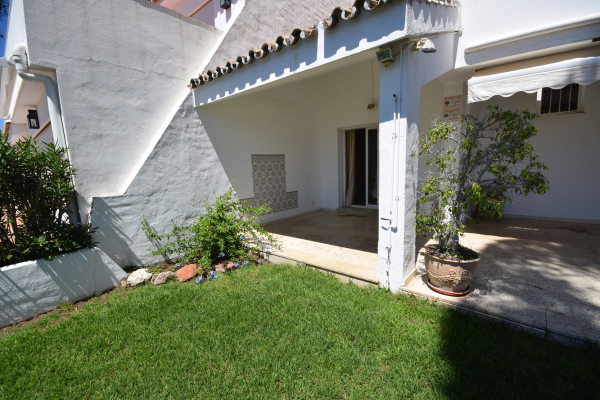 Maison mitoyenne  en vente à  Nueva Andalucía, Costa del Sol