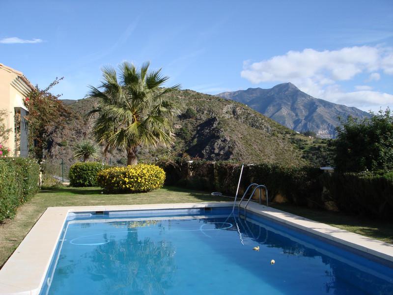 Villa – Chalet en venta en La Quinta – R3398926