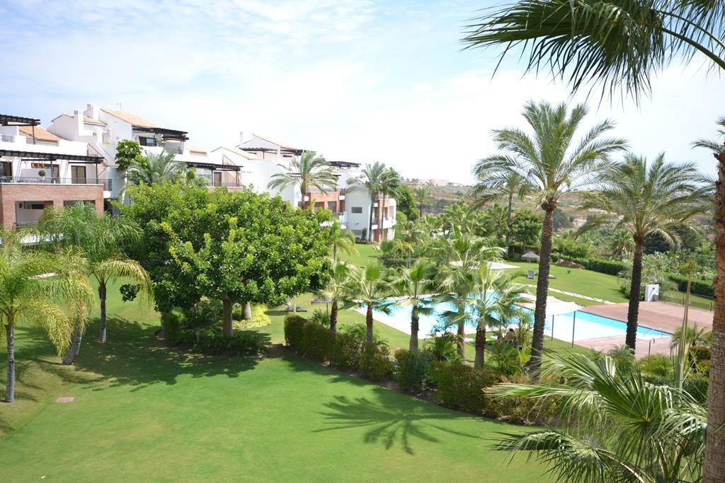Stunning apartment located in the New Golden Mile. It has barely been used and the owners even if th, Spain
