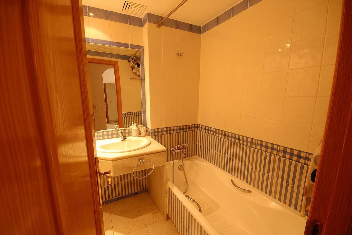 Middle Floor Apartment  for sale in  Puerto Banús, Costa del Sol