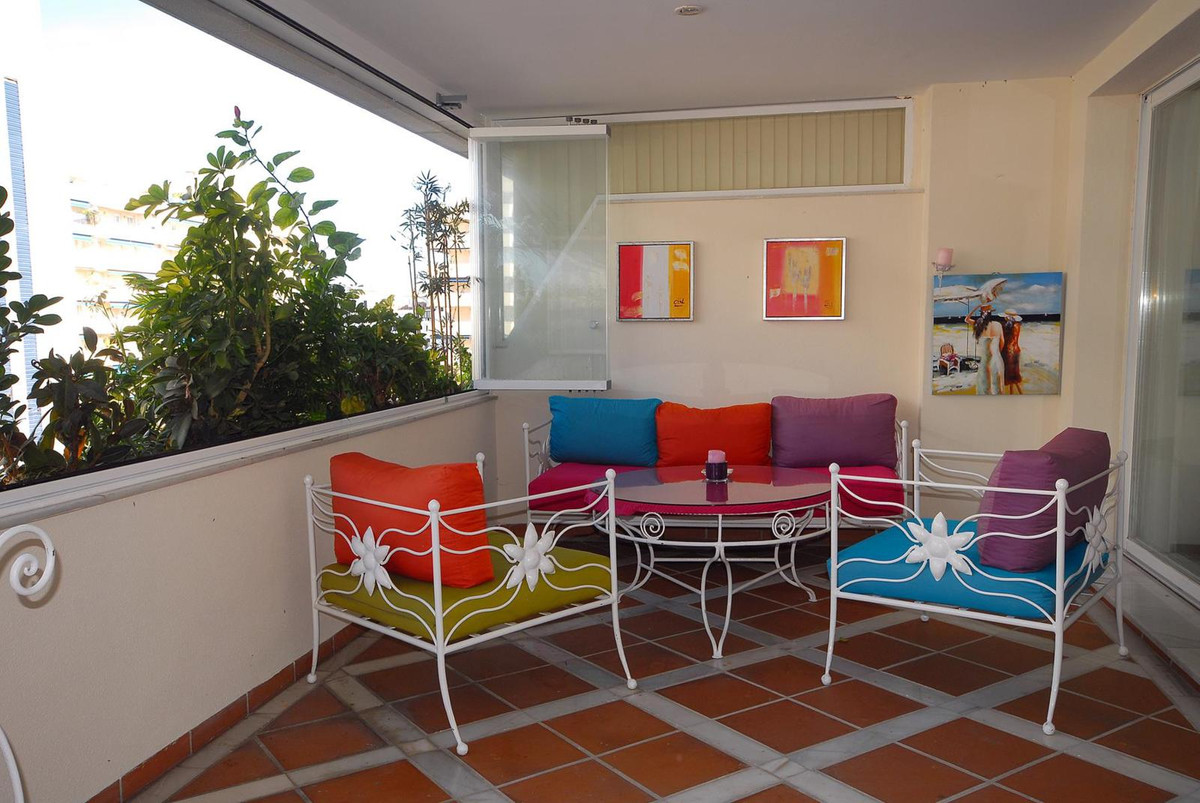 Middle Floor Apartment  for rent in  Puerto Banús, Costa del Sol