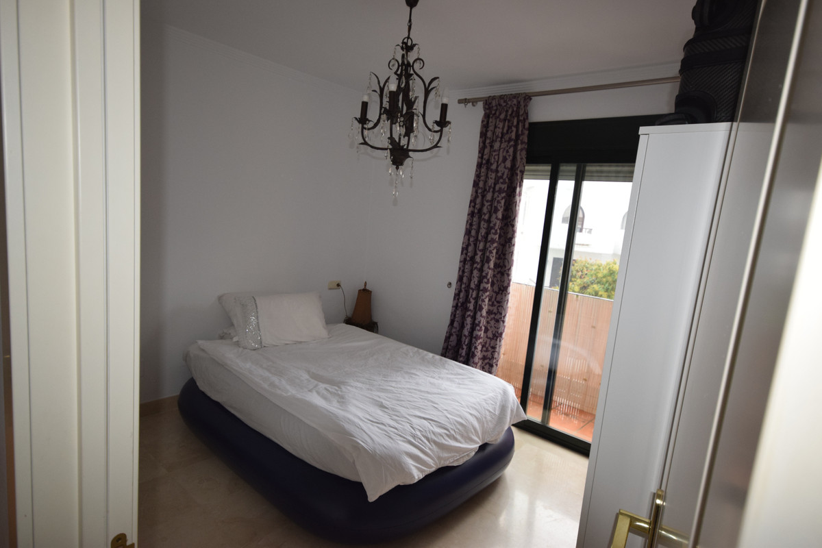 Apartamento Planta Media  en venta en  Nueva Andalucía, Costa del Sol – R3390625