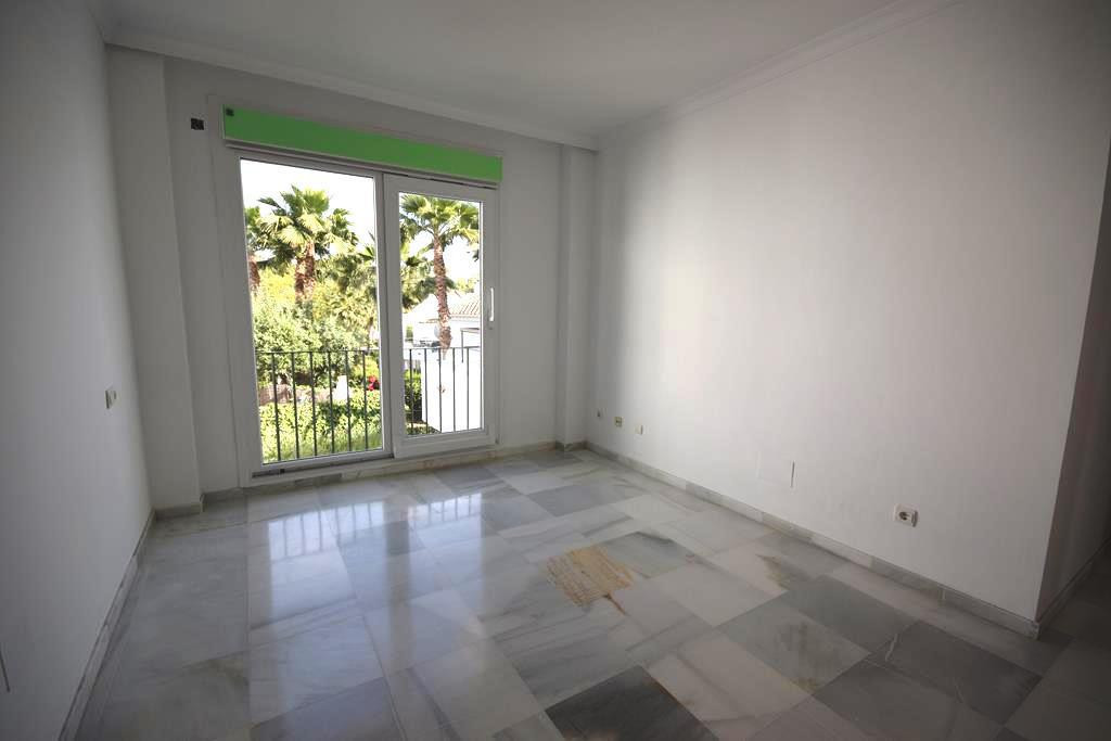 Apartamento Planta Media  en venta en  Aloha, Costa del Sol – R2883047