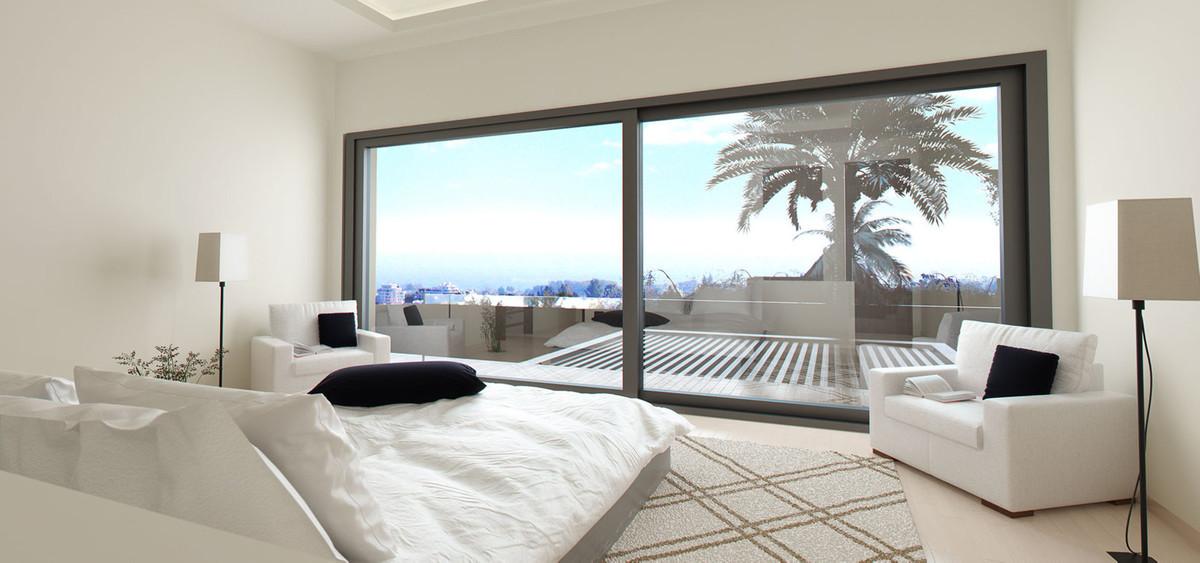 Villa - Chalet  en venta en  El Paraiso, Costa del Sol – R2682944