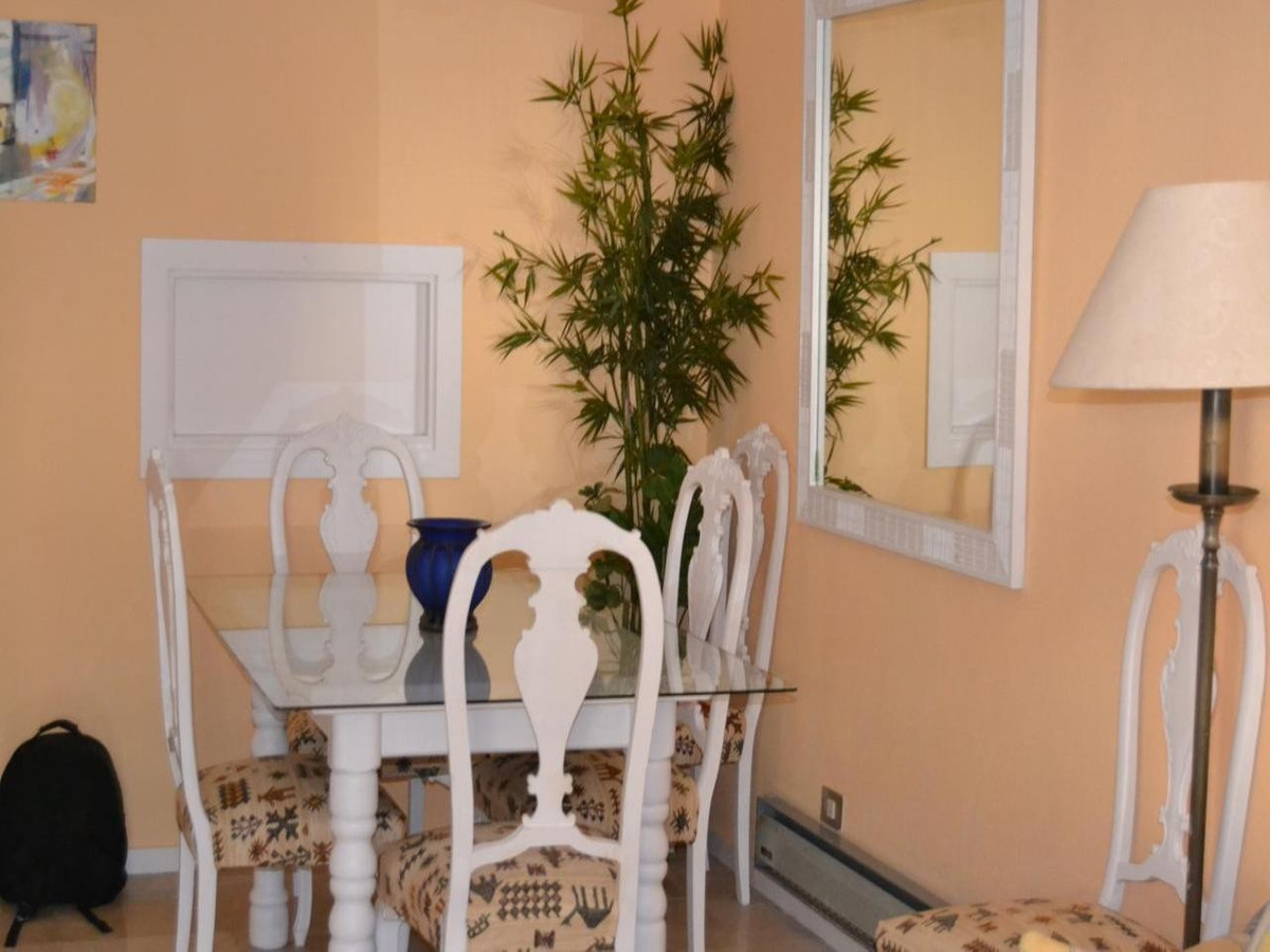 Middle Floor Apartment  for rent in  Marbella, Costa del Sol