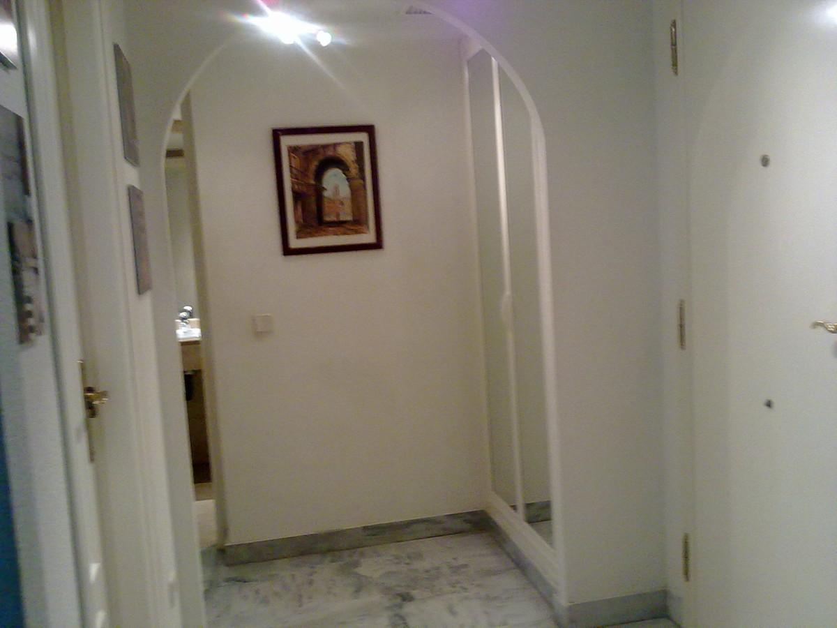 Apartamento Planta Media  en alquiler en  Puerto Banús, Costa del Sol – R2705387