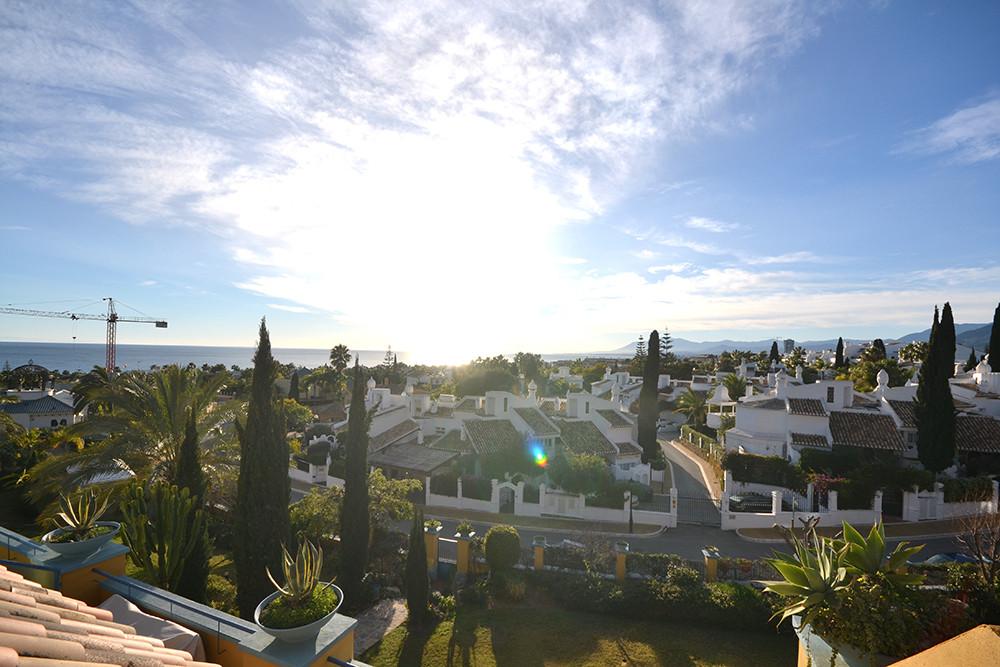 Marbella Banus Ático en Alquiler Vacacional en Bahía de Marbella – R2852858