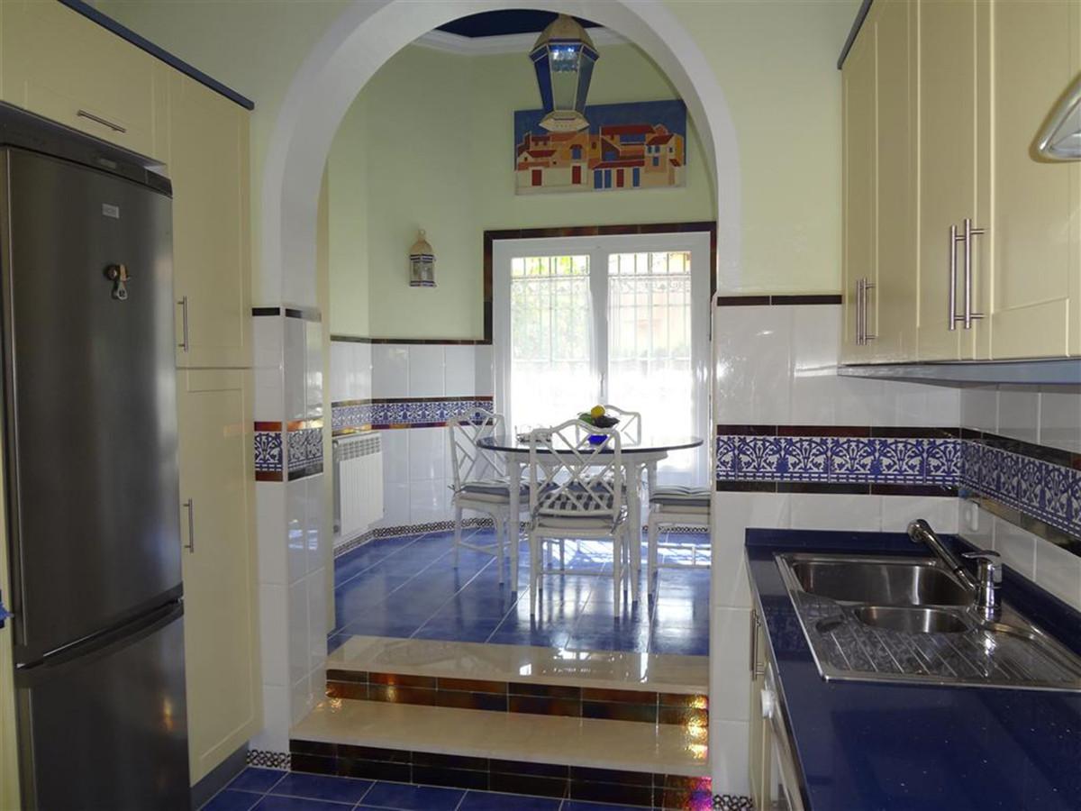 Villa en Venta en Marbella – R3453103