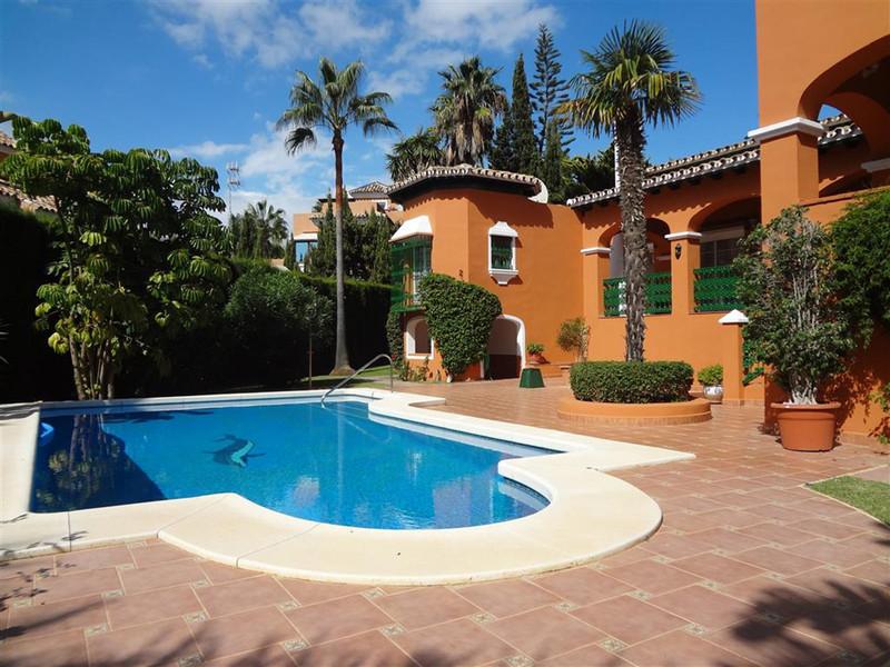 Villa – Chalet en Alquiler Vacacional, Marbella – R3453103