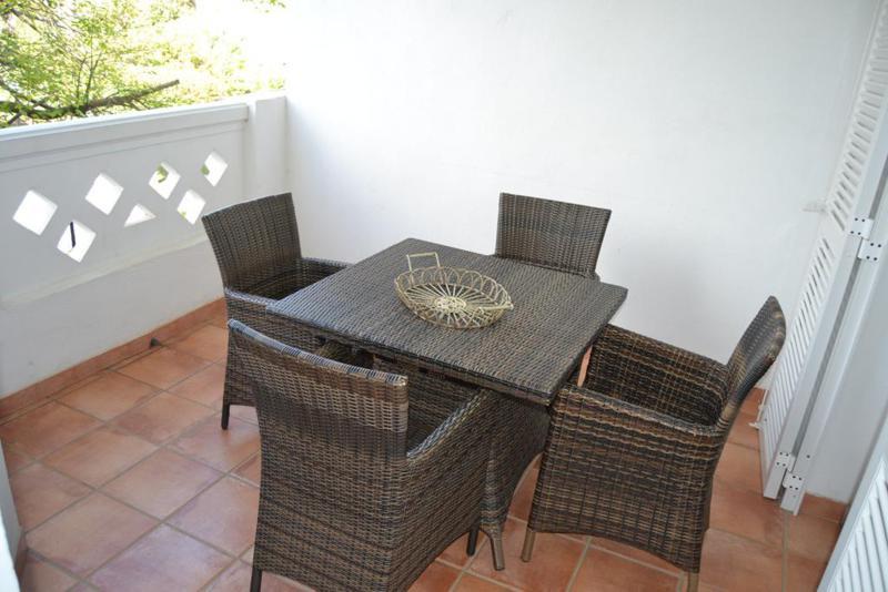 Mitte Stock Wohnung  auf Miete in  Puerto Banús, Costa del Sol