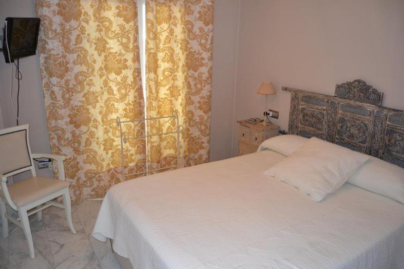 Apartamento Planta Media  en alquiler en  Puerto Banús, Costa del Sol – R2419349