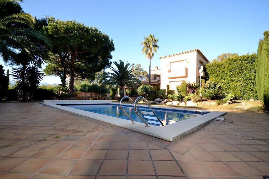 Marbella Banus Villa en Venta en Las Chapas – R2959964