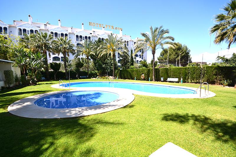 Marbella Banus Apartamento Planta Media en Venta en Puerto Banús – R2657816