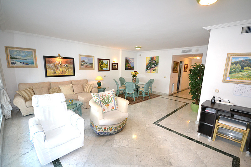 Middle Floor Apartment  for sale in  Puerto Banús, Costa del Sol