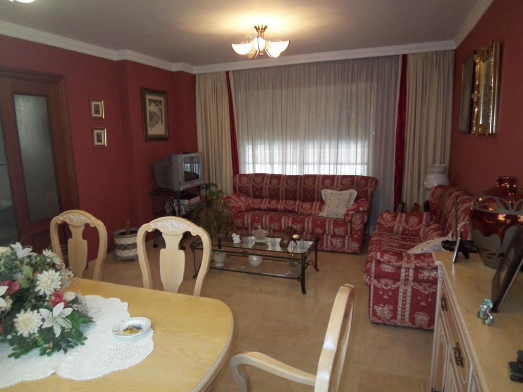 Marbella Banus Adosada en Venta en Marbella – R2070326