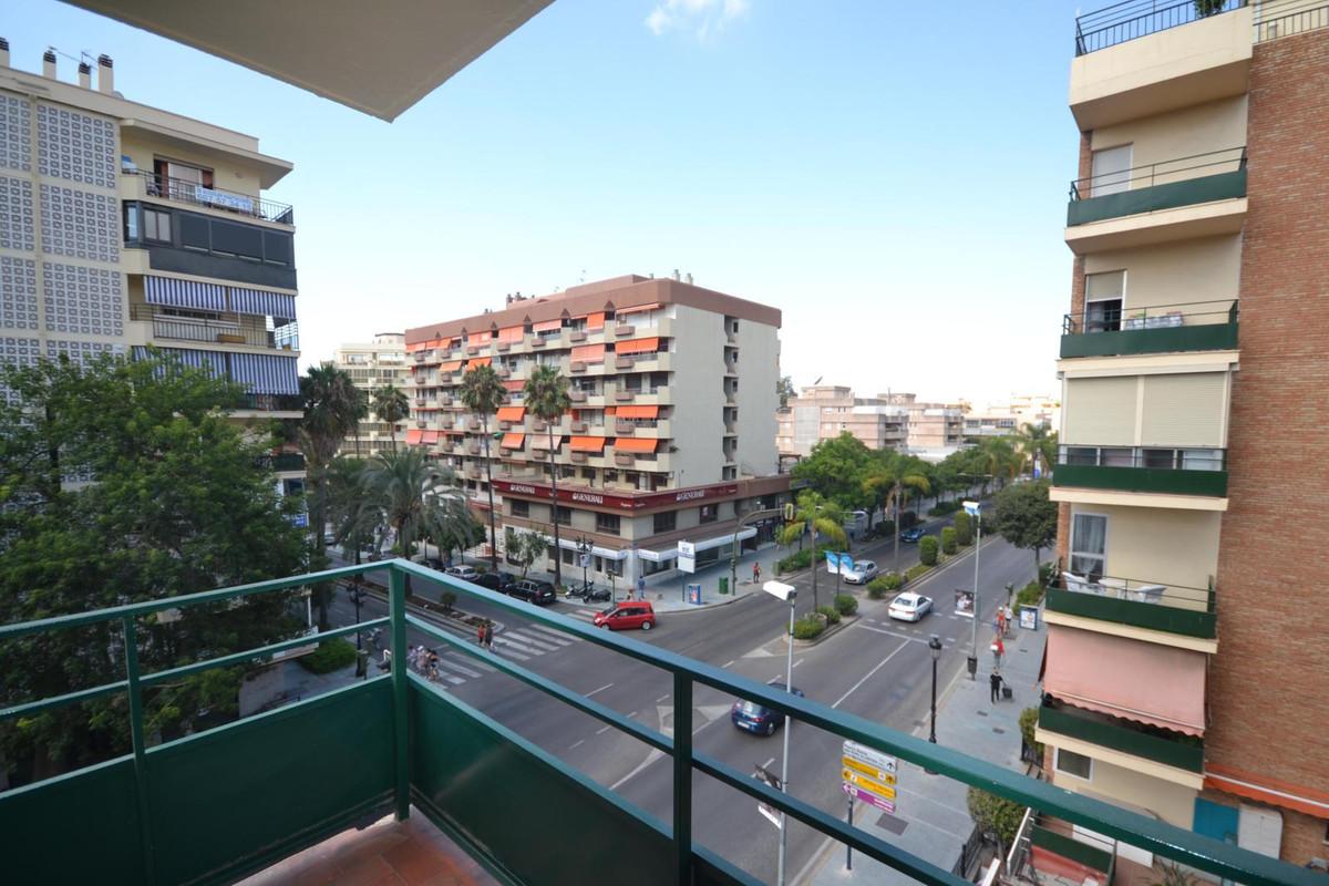 Apartamento Planta Media  en alquiler en  Marbella, Costa del Sol – R2730752