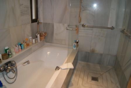 Apartamento Planta Media  en venta en  Puerto Banús, Costa del Sol – R1979220
