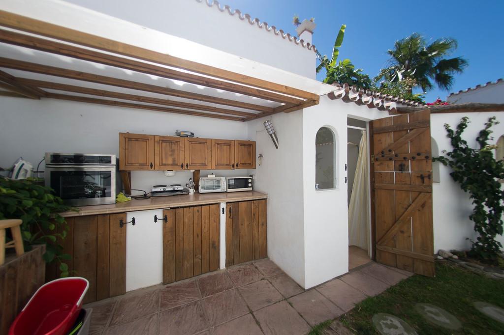 Villa - Chalet  en venta en  Puerto Banús, Costa del Sol – R3050221