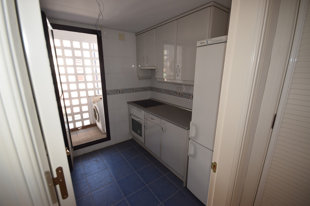 Middle Floor Apartment  for sale in  Nueva Andalucía, Costa del Sol