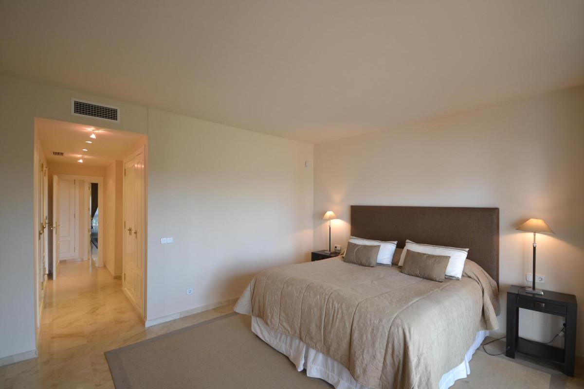 Apartamento en Venta en Los Monteros – R2863433