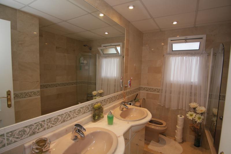 Penthouse  for sale in  Nueva Andalucía, Costa del Sol