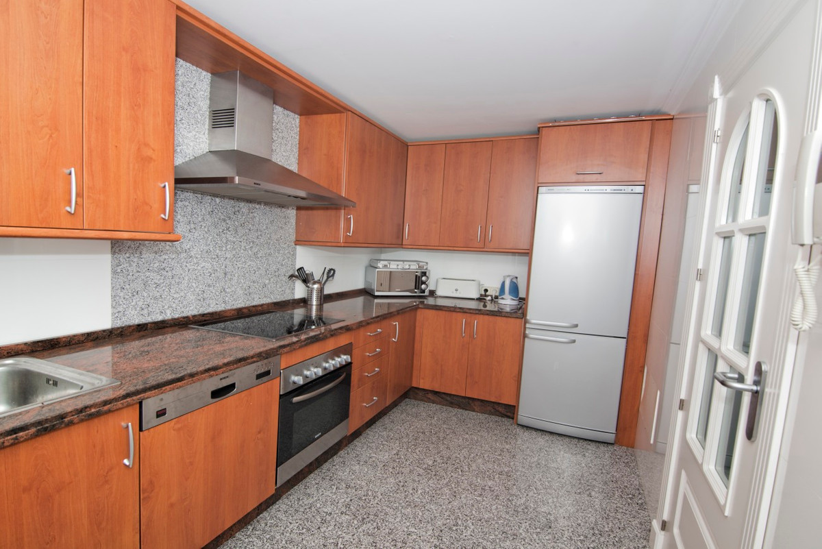 Adosados  en venta en  New Golden Mile, Costa del Sol – R3186895
