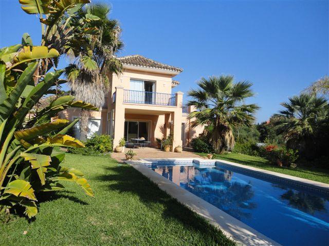 Marbella Banus Villa for Holiday Rentals in Elviria - R798028