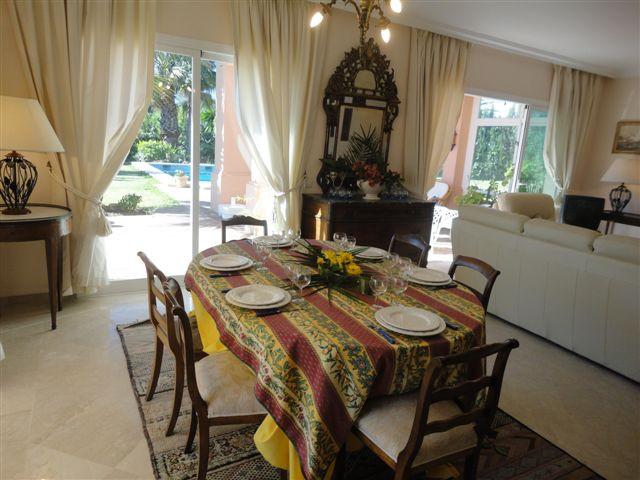 Villa en Alquiler Vacacional en Elviria – R798028
