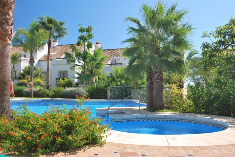 Marbella Banus Adosado en Venta en The Golden Mile – R2140894
