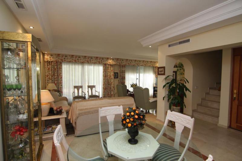 Adosada  en venta en  The Golden Mile, Costa del Sol – R2140894