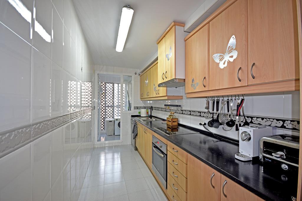Apartamento Planta Media  en venta en  Nueva Andalucía, Costa del Sol – R3339004
