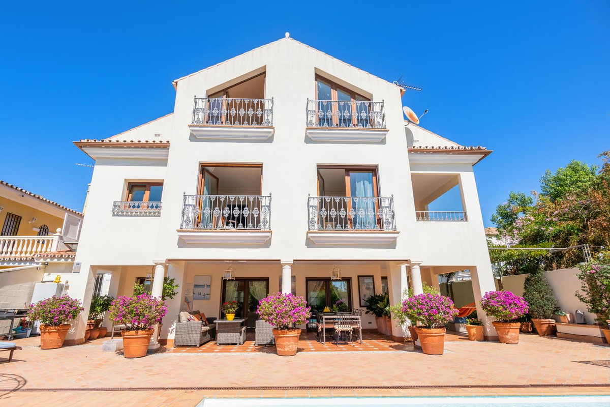 Villa situated near the Centre of Marbella, located in a residential area. Completely oriented to th,Spain