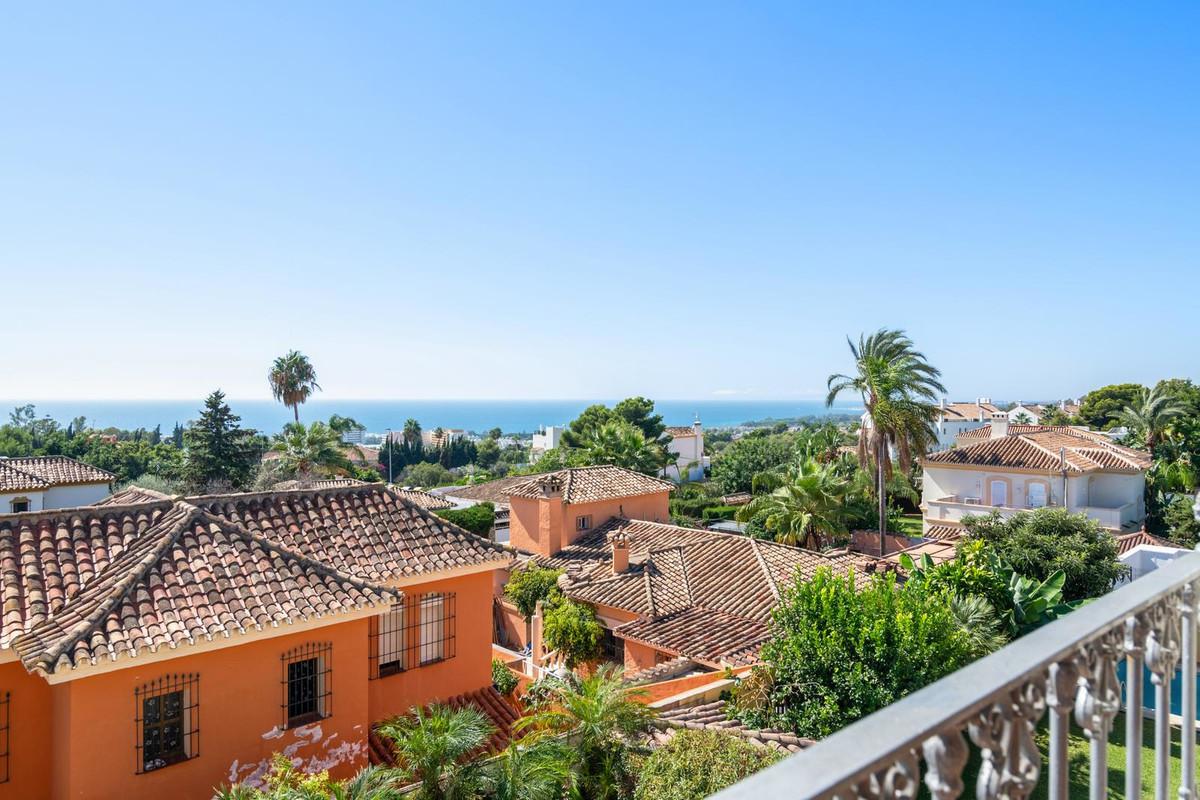 Villa for Sale in Marbella - R3266221