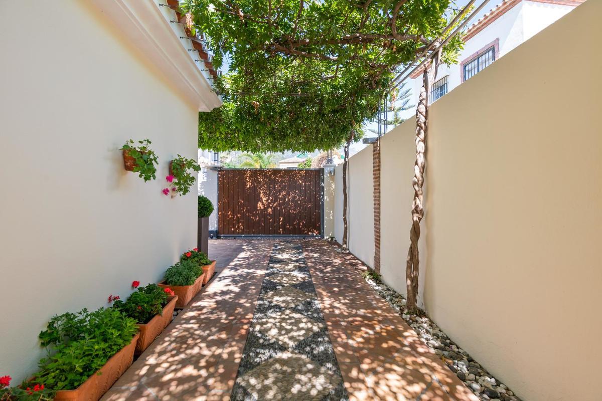 Villa - Chalet  en venta en  Marbella, Costa del Sol – R3266221