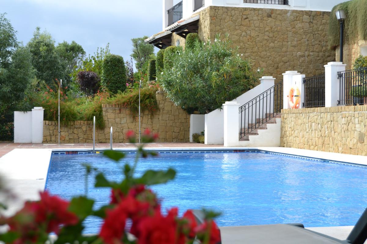 Apartamento Planta Baja  en venta en  Altos de los Monteros, Costa del Sol – R3403003