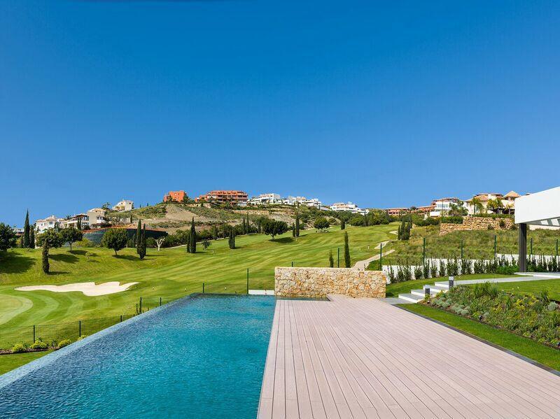 Villa for Sale in Los Flamingos – R3011636